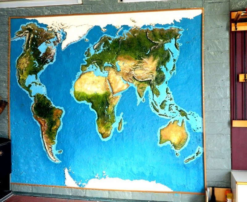 На карту размером 2500 х 2300 мм ушло 18 килограммов шпатлёвки, 4 баллончика акрилового лака и пара пакетиков люминофора гараж, карта, красота, очумелые ручки, своими руками, стена