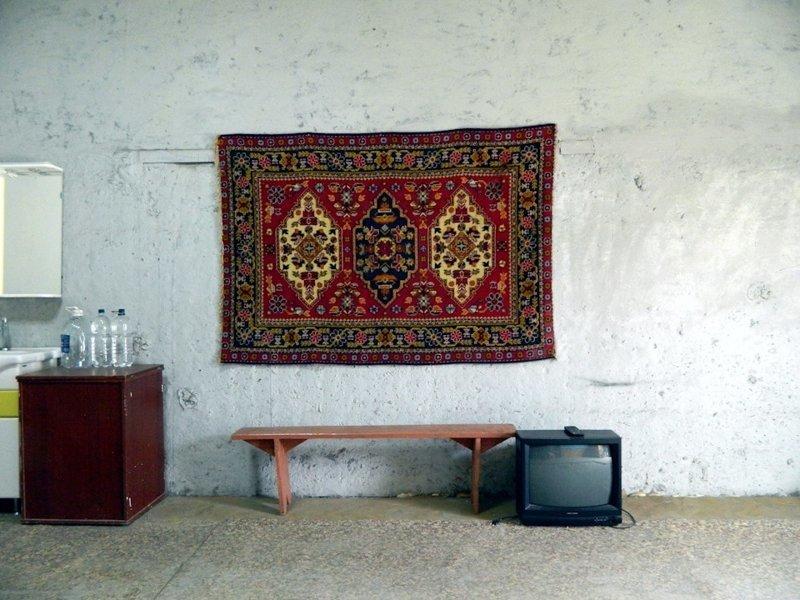 После покупки гаража Дмитрий сделал в нём ремонт, и сначала не стал трогать ковёр гараж, карта, красота, очумелые ручки, своими руками, стена
