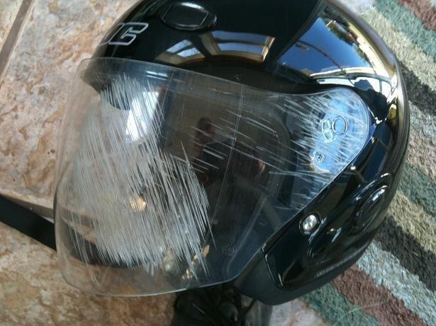 7. Когда с асфальтом встретилось не лицо, а шлем безопасность, береги жизнь, велосипедный шлем, каски, опасно, шлемы, экстрим