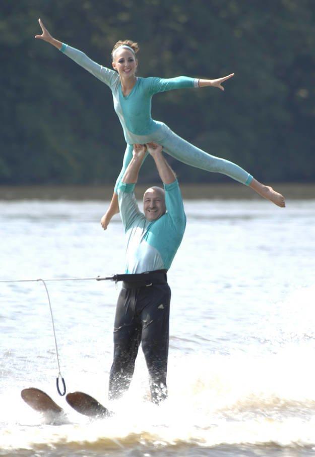 Акробатика на водных лыжах день, животные, кадр, люди, мир, снимок, фото, фотоподборка
