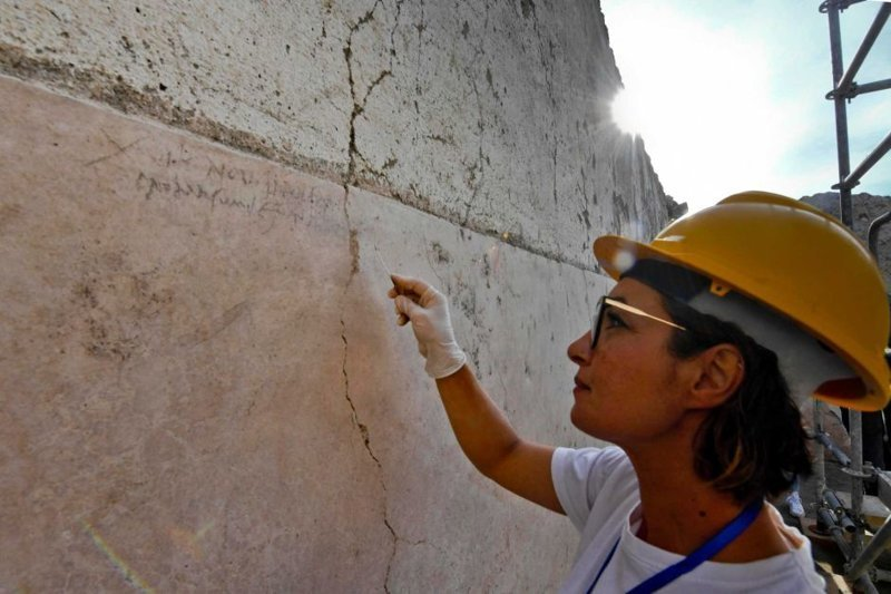 Поскольку угольные надписи не могут сохраняться дольше года на открытом воздухе, ученые предположили, что извержение Везувия произошло вскоре после этого ynews, везувий, вулкан, дата, извержение, италия, новости, помпеи