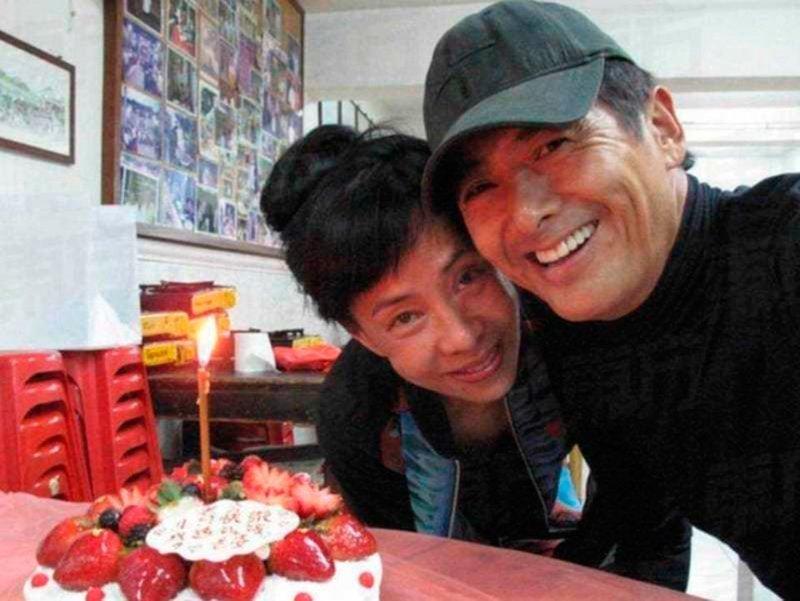 Актер-мультимиллионер Чоу Юньфат живет всего на 100 долларов в месяц Чоу Юньфат, актер, деньги, жизнь, кино, скромность
