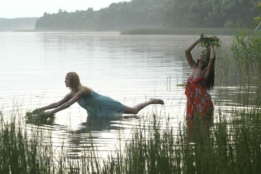 фото девки в озере купались голыми немного задержалась, теперь