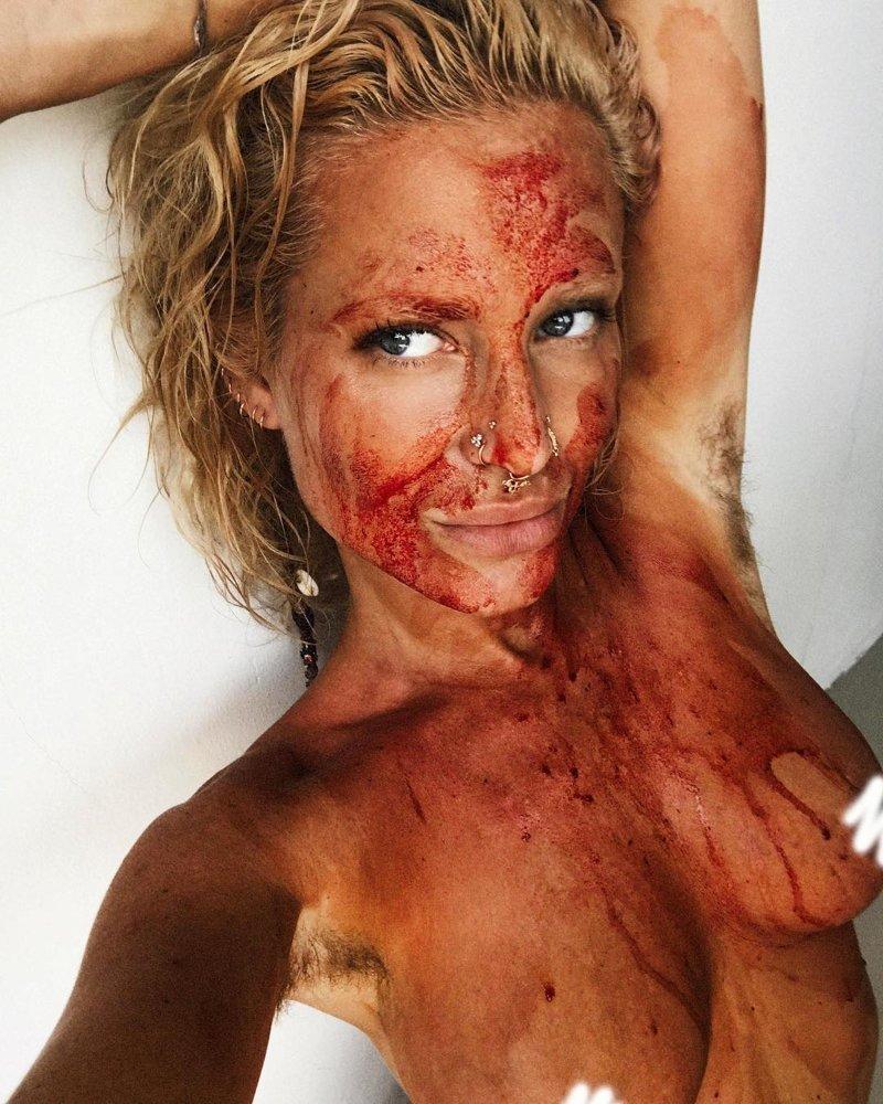 Шведка измазала лицо и тело менструальной кровью и разрыдалась от радости Instagram, maxinnebjork, nophotoshop, Максин Бьорк, блоггер