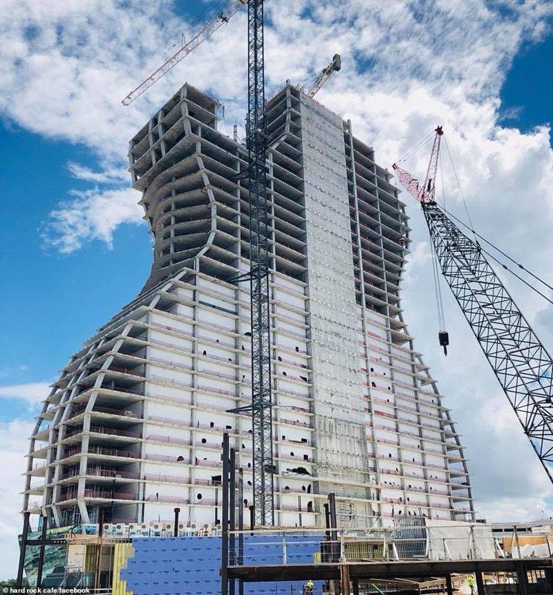 Они называют строящееся здание уродливым и говорят, что оно такое большое, что его, наверное, и из космоса будет видно hard rock, ynews, Отель, гитара, необычное здание, первый в мире, сша, флорида