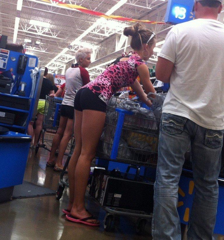 13. Летом жена вообще сама ходит в магазин, мне не разрешает девушки, красиво, супермаркет, фото