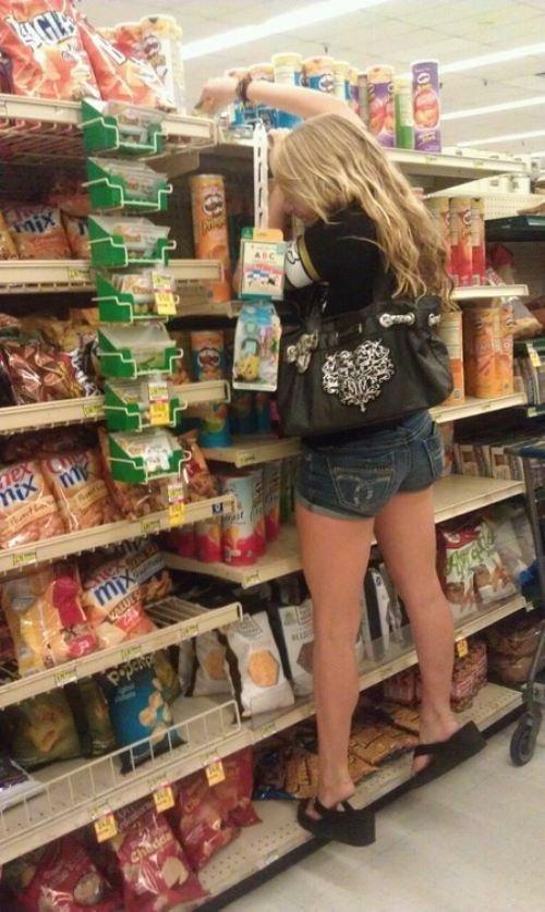 12. А еще есть в супермаркетах невысокие и милые девушки, которые иногда просят помочь девушки, красиво, супермаркет, фото