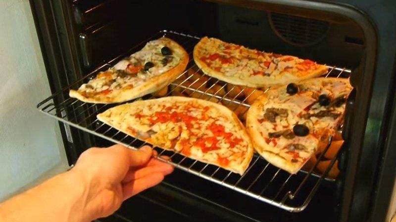 12. Хотите разогреть две пиццы одновременно? Не проблема! гениально, еда, идея, полезно, совет, хитрости