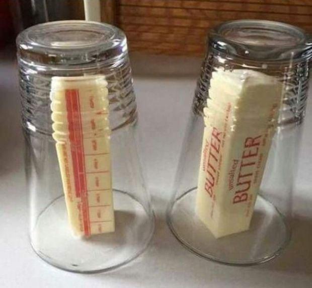 10. Если вы хотите, чтобы масло стало мягким и при этом не растаявшим, накройте его стаканом, предварительно налив туда горячей воды (ну и вылив обратно, естественно) гениально, еда, идея, полезно, совет, хитрости