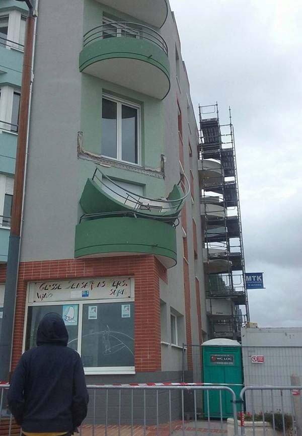 3. На балконы в старых домах вообще лучше не выходить всегда этого боялся, страхи, фобии, фото, юмор