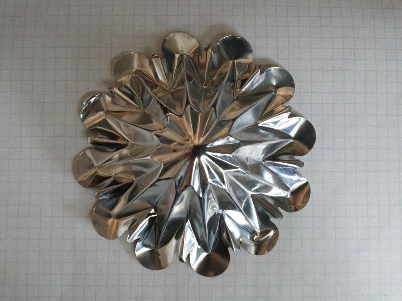 12. И, конечно, из фольги можно сделать классные новогодние украшения алюминиевая фольга, в быту, интересно, полезно, фольга, фото, хитрости