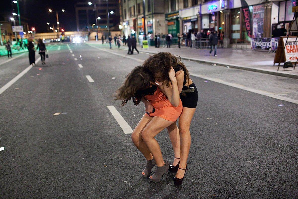 две девушки переспали с прохожим съжаление