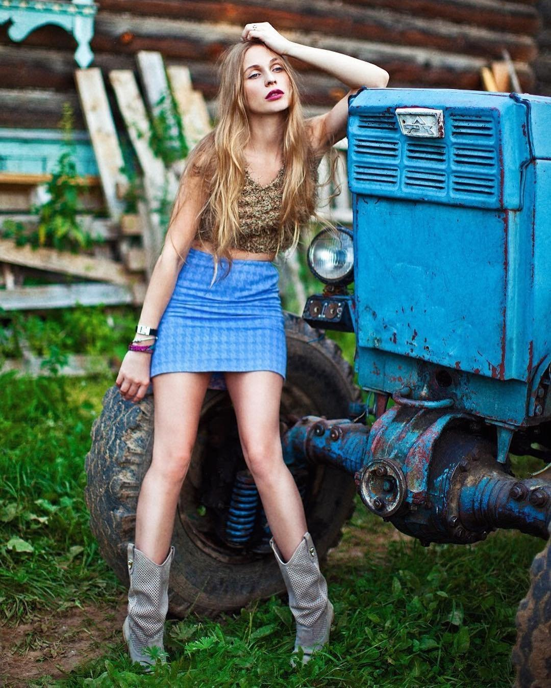 продолжалась девушки и трактор фото желании можно