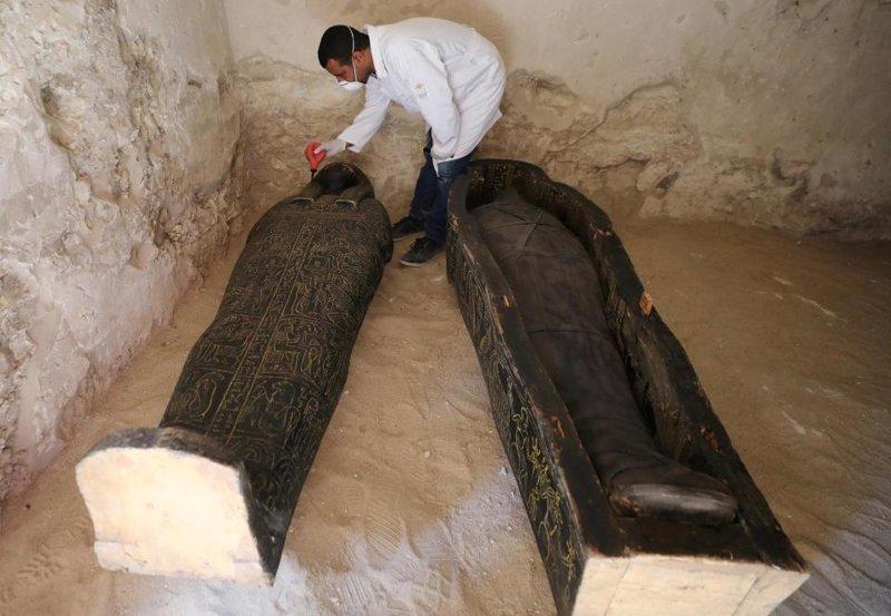 В минувшую субботу ученые открыли 3000-летний саркофаг в городе Луксор на юге Египта ynews, археолог, гробница, египет, мир, мумия, наука, саркофаг