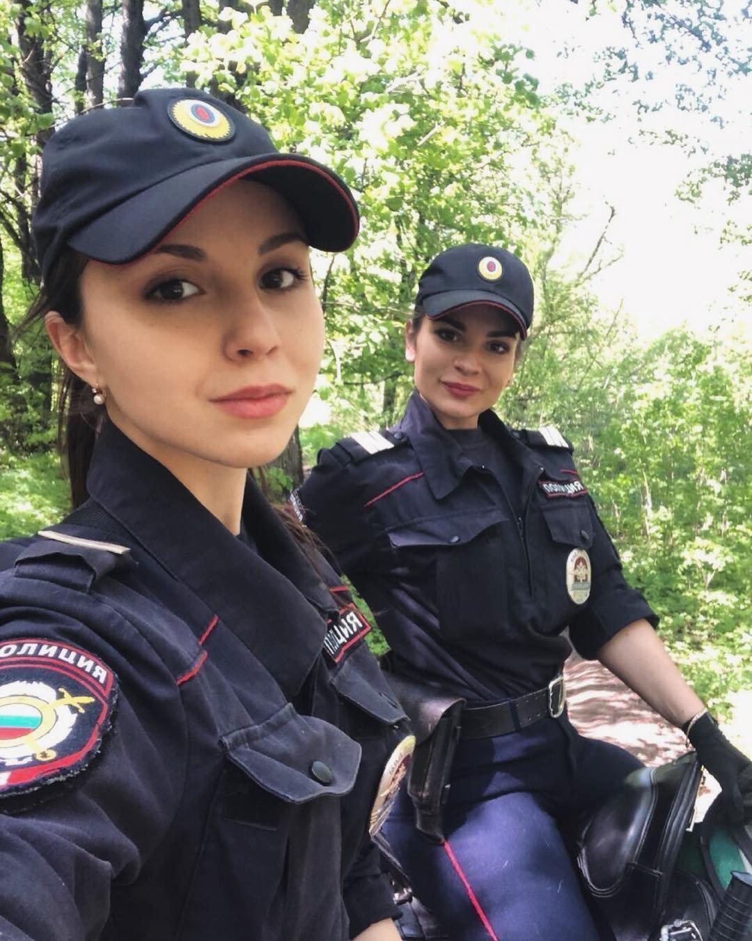 выехал полицейскую девушку несет ответственности