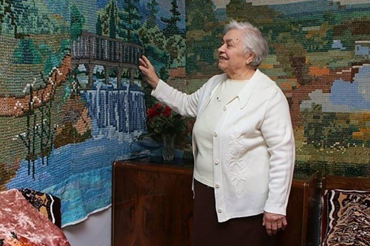 Бабушка-рукодельница вышила крестиком «обои» длиной 9 метров вышивание, ковер, красота, крестиком, обои, своими руками, талант