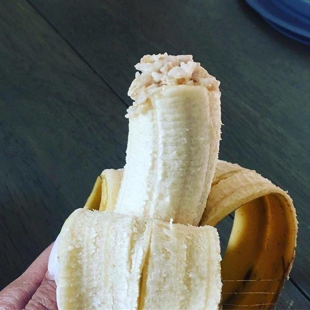 """""""Каждый раз он ест новую порцию каши и все тот же кусочек банана"""" Лайфхак, дети, крутые идеи, родители, смешно"""
