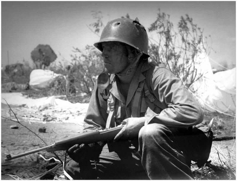 Получивший ранение в голову американский солдат Томас Барнс во время высадки на филиппинский остров Коррехидор Великая отечественая война, архивные фотографии, вторая мировая война