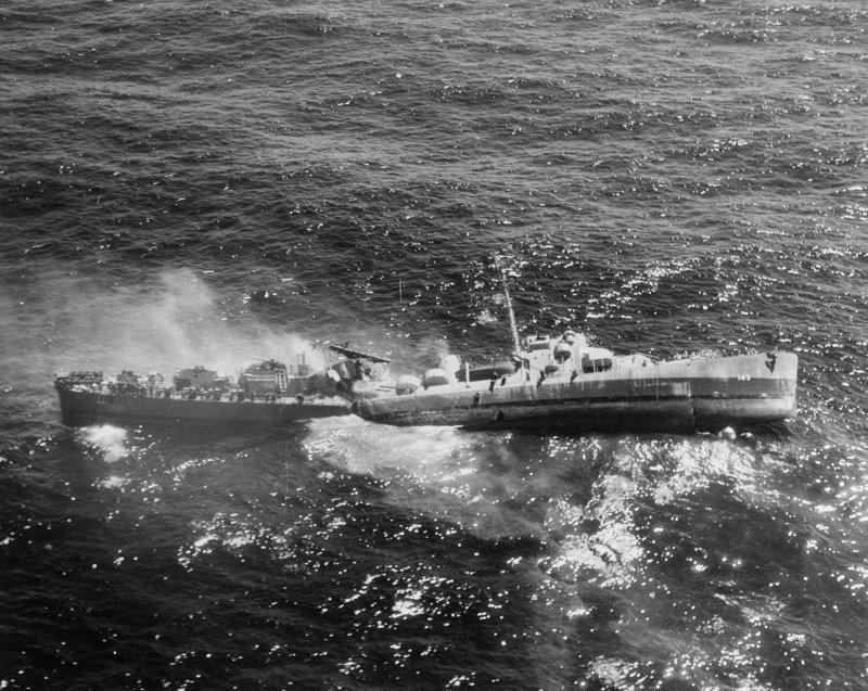 Разорванный пополам попаданием немецкой торпеды американский эсминец «Фиск» (USS Fiske) Великая отечественая война, архивные фотографии, вторая мировая война