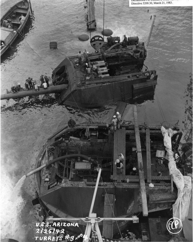 Линкор «Аризона» на дне гавани Пёрл-Харбор, 1942 г. Великая отечественая война, архивные фотографии, вторая мировая война