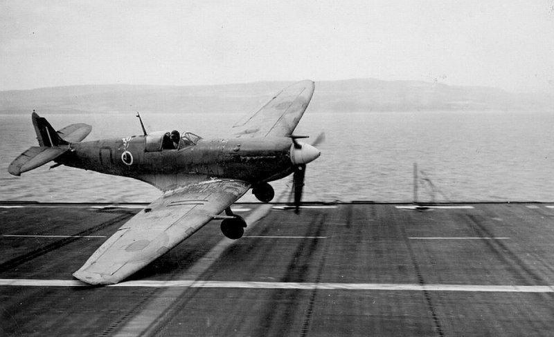 Неудачная посадка «Сифайра» на палубу британского авианосца «Раведжер» в исполнении саб-лейтенанта Дж. Морриса из 761-й истребительной эскадрильи Великая отечественая война, архивные фотографии, вторая мировая война