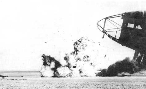 Атака британских истребителей-бомбардировщиков на французский аэродром. Сирия, июнь 1941 г. Великая отечественая война, архивные фотографии, вторая мировая война