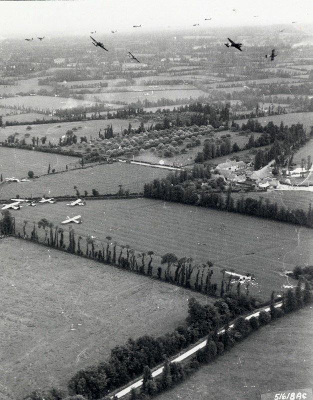 Группа транспортных самолётов С-47 над Нормандией. «День Д», июнь 1944 г. Великая отечественая война, архивные фотографии, вторая мировая война