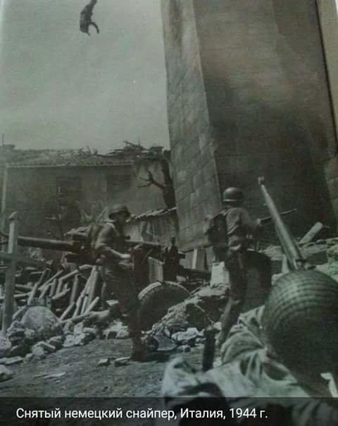 Падение убитого немецкого снайпера. Италия, 1944 г. Великая отечественая война, архивные фотографии, вторая мировая война
