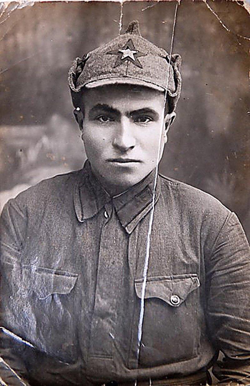 Фотография, на которой предположительно изображён красноармеец Семён Гитлер Великая отечественая война, архивные фотографии, вторая мировая война