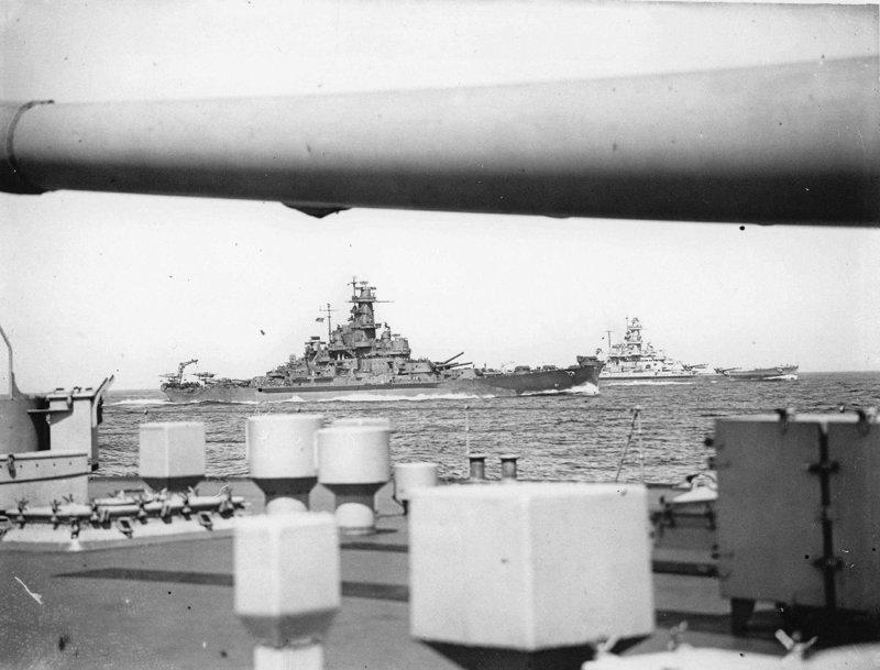 Эпичный снимок линкоров ВМФ США «Южная Дакота» и «Алабама» Великая отечественая война, архивные фотографии, вторая мировая война