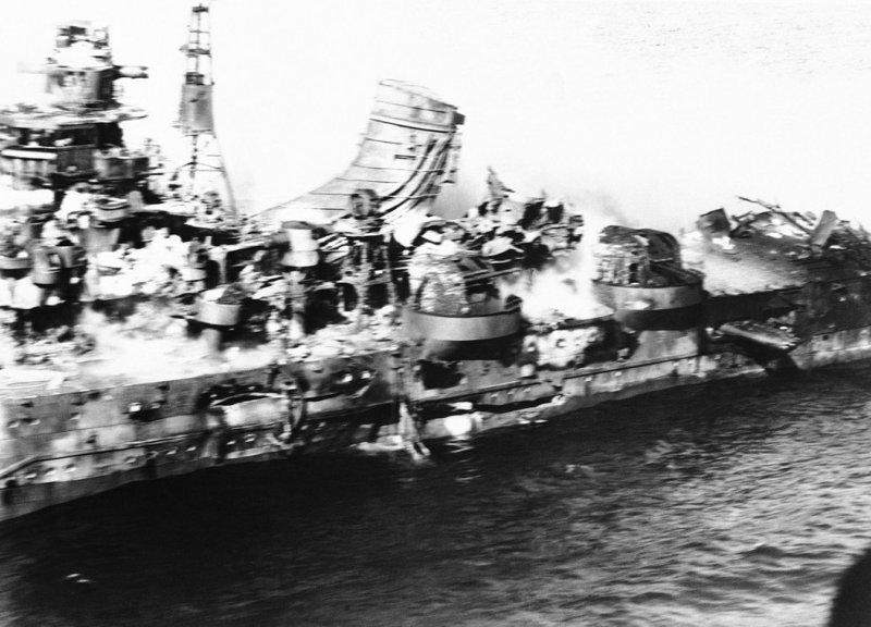 Останки японского тяжёлого крейсера «Могами», уничтоженного американской авиацией в ходе битвы за Мидуэй Великая отечественая война, архивные фотографии, вторая мировая война
