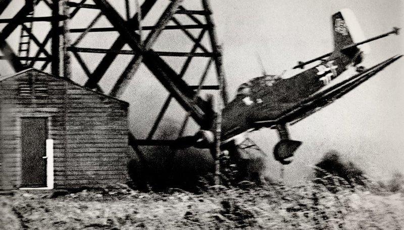Момент падения немецкого пикирующего бомбардировщика Ju-87 «Stuka» Великая отечественая война, архивные фотографии, вторая мировая война