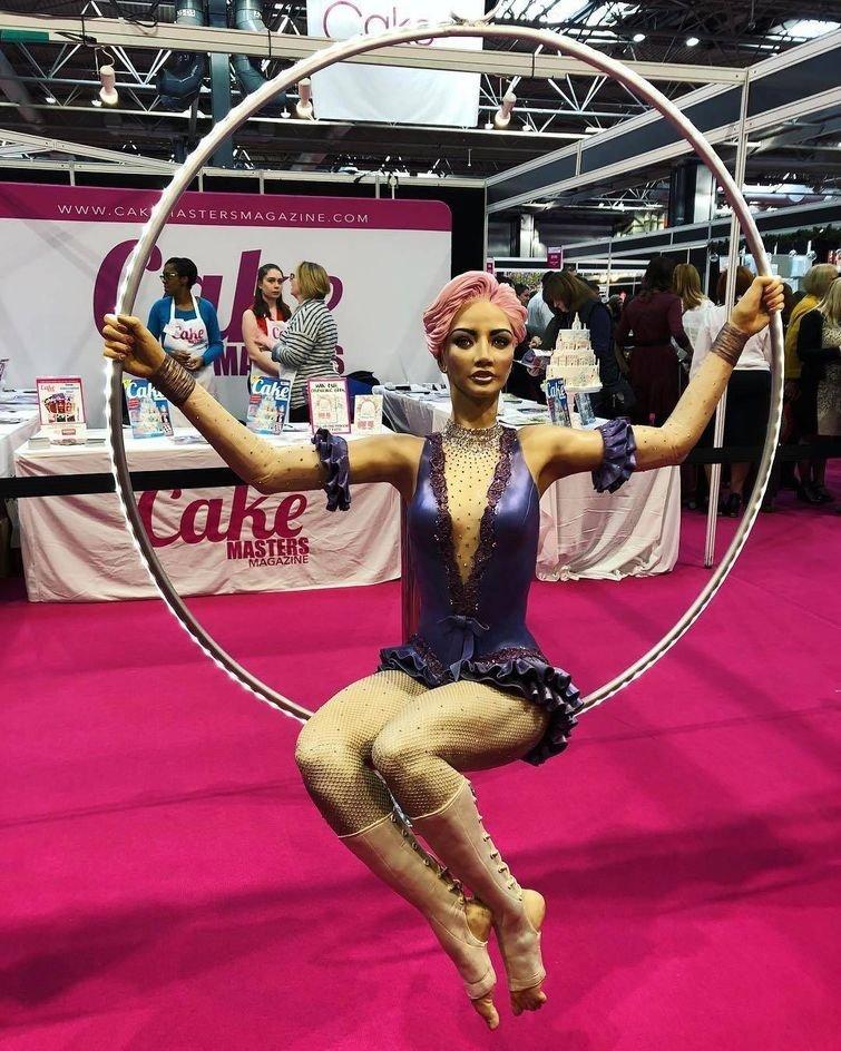 Сладкая акробатка дизайн, еда, искусство, красота, талант, торт, фантазия