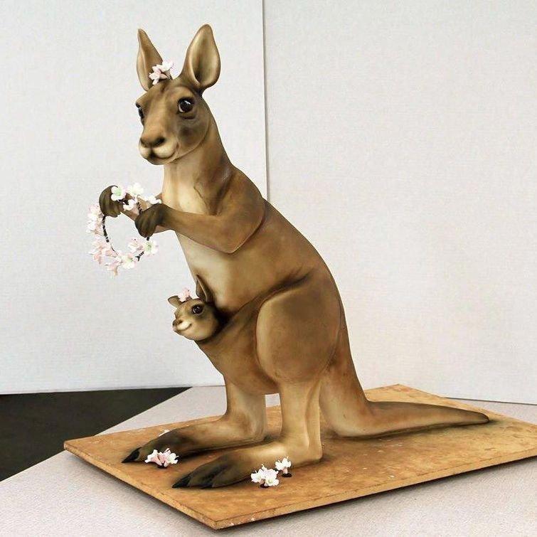 Милый кенгуру с венком и детёнышем дизайн, еда, искусство, красота, талант, торт, фантазия