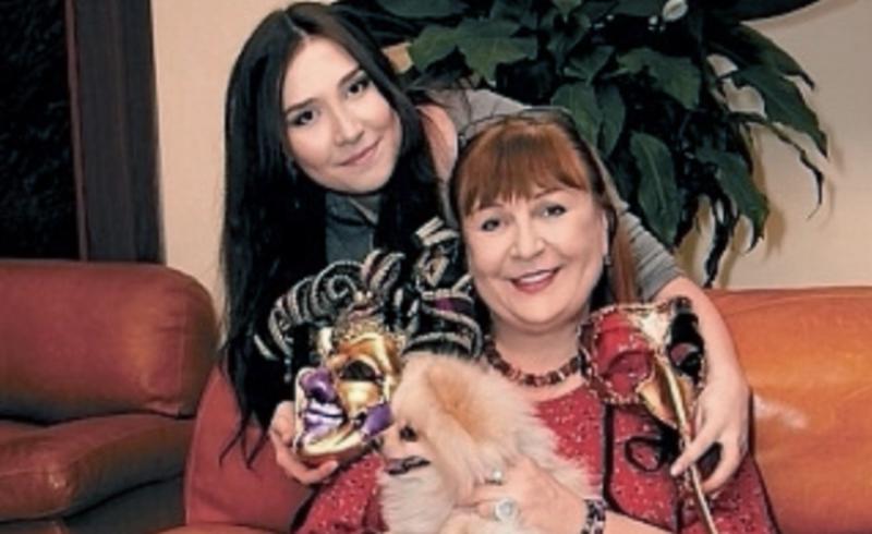 получите актриса татьяна кравченко и ее семья фото мэру всякий случай