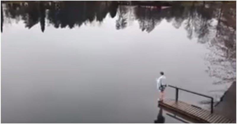 Видео девушка купает ноги в речке фото бдсм картинки пьяную