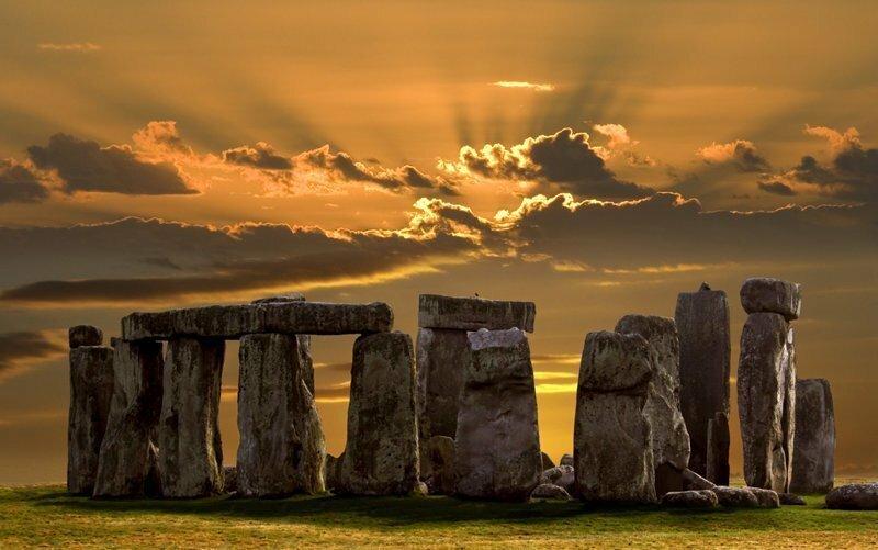 Ранее Майк Питтс определил, что два крупных камня, входящих в состав мегалитического сооружения, всегда находились на равнине рядом с Солсбери. ynews, загадка, интересное, мир, стоунхендж, тайна, фото