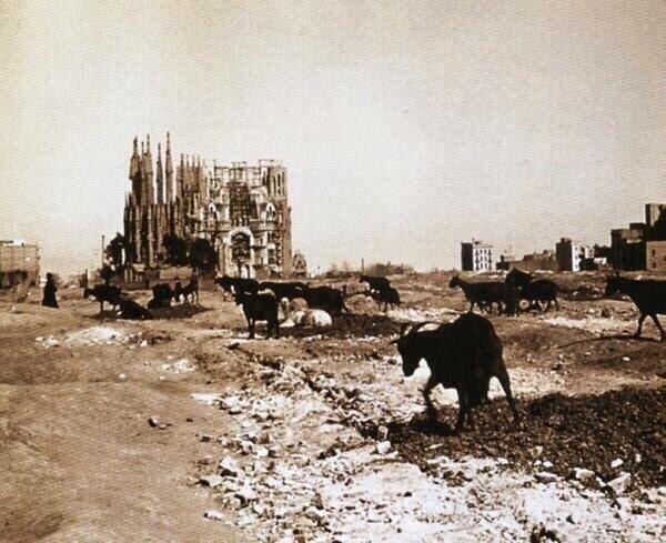 28. Строительство Собора Саграда Фамилия по проекту Антонио Гауди в Барселоне, 1915 год