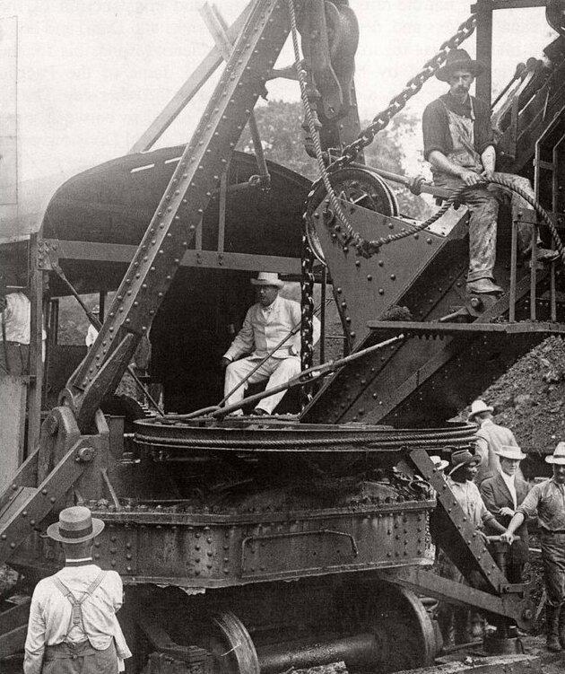 15. Теодор Рузвельт во время строительства Панамского канала, 1904 год