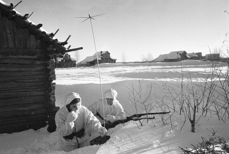 17. Советские разведчики расположились в подмосковной деревне, начало декабря 1941 года