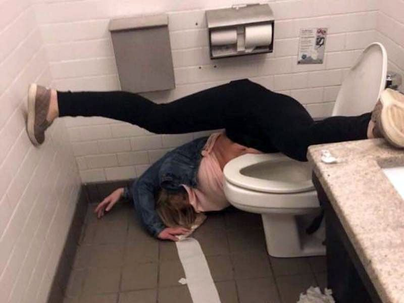 Когда не умеешь пить: забавные фотографии пьяных людей