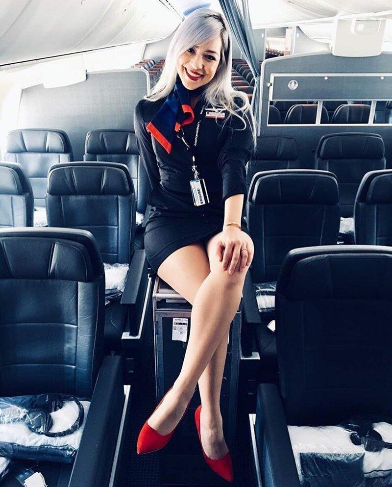Пост в тему: В какой авиакомпании России работают самые красивые стюардессы? бортпроводник, прикол, примета, самолет, стюардесса, юмор