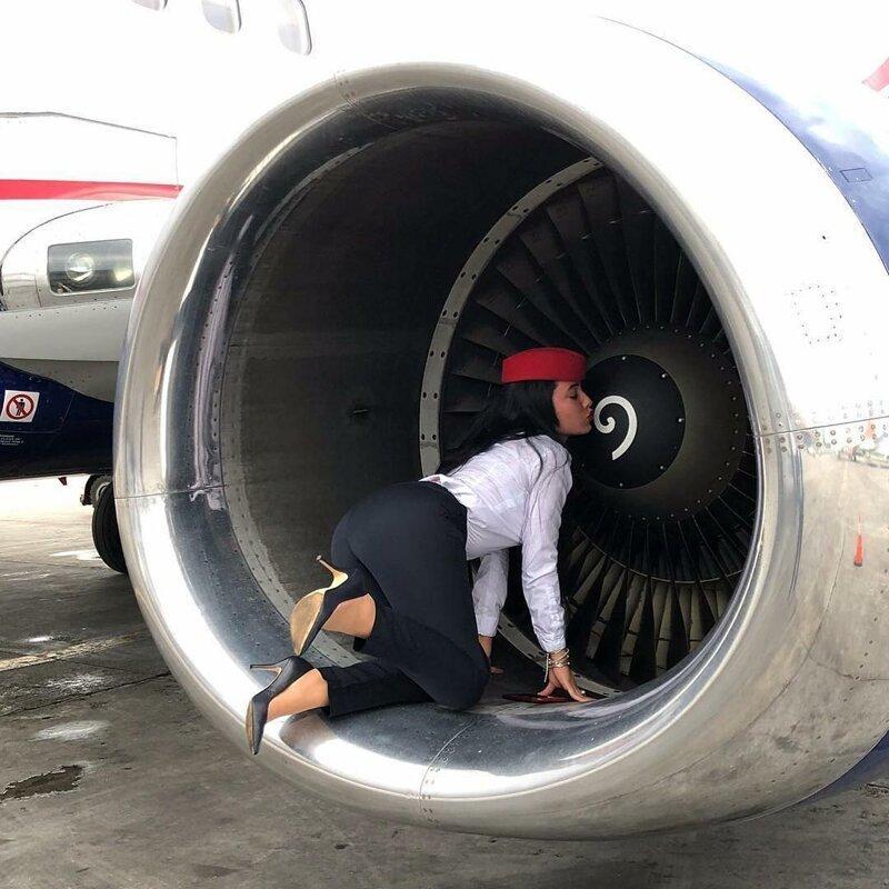 Красивое фото перед полетом - это их главная традиция бортпроводник, прикол, примета, самолет, стюардесса, юмор