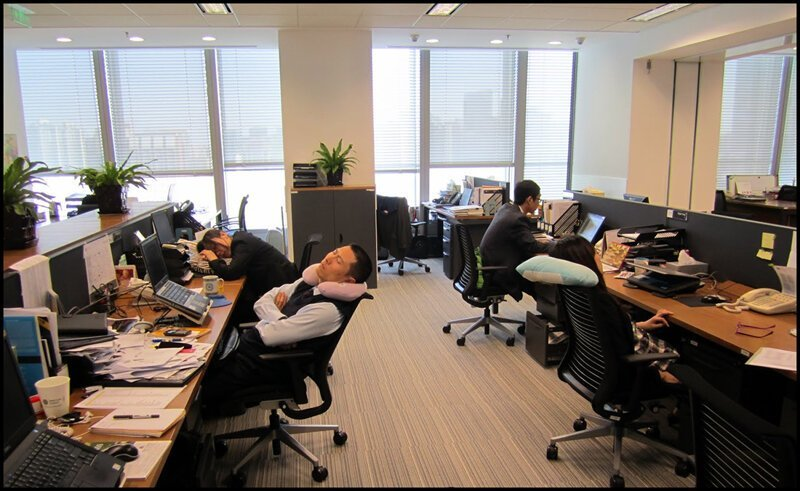 Вот почему японцам разрешают спать на работе