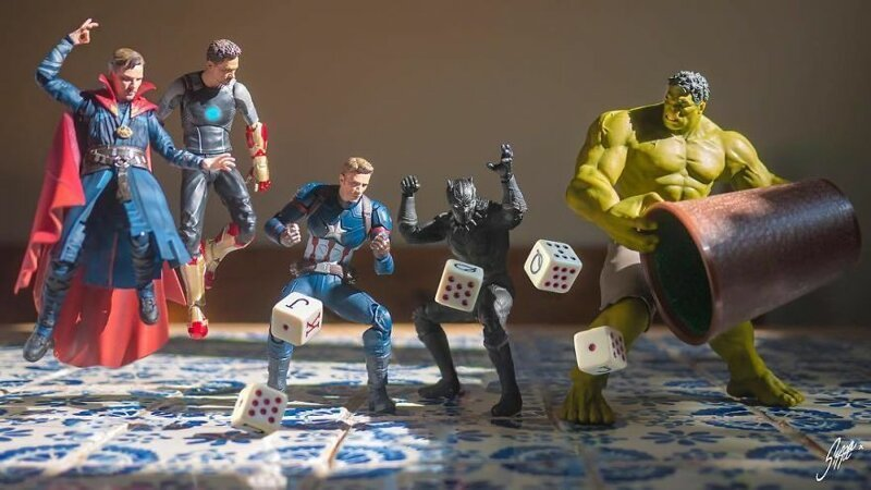 Фотограф Эди Харджо раскрывает тайную жизнь игрушечных супергероев