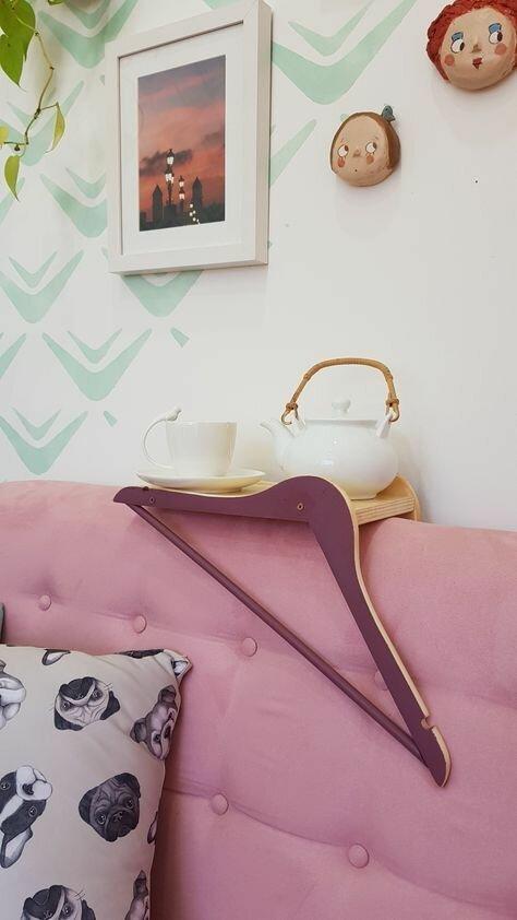 Удобная подставка на диван Фабрика идей, вешалки, дизайн, дом, интересное, красота, креативно, предметы