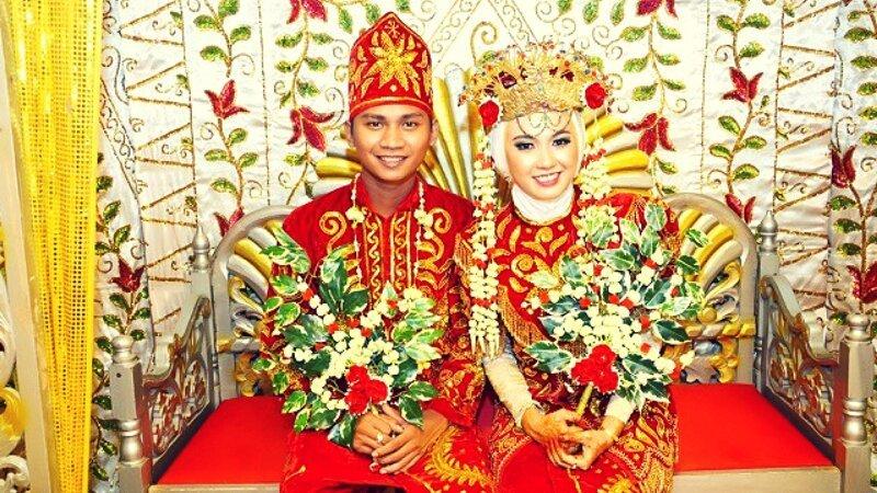 6. Невозможность мыться и ходить в туалет в Борнео еда, жених и невеста, обряд, свадьба, традиции, традиции мира