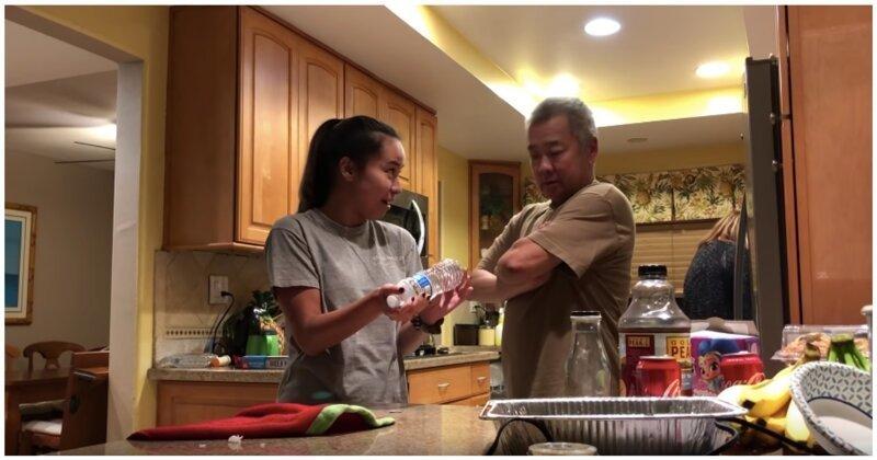 Девушка подшутила над отцом с помощью классического розыгрыша с монетой и бутылкой
