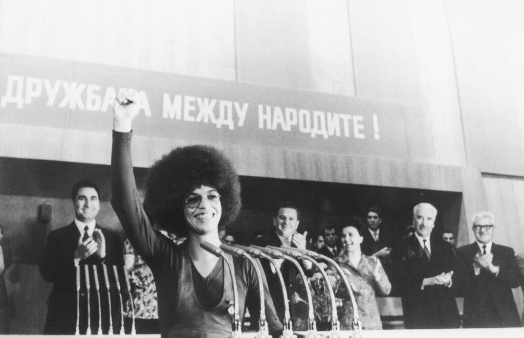 популярная в СССР американская коммунистка Анжела Дэвис