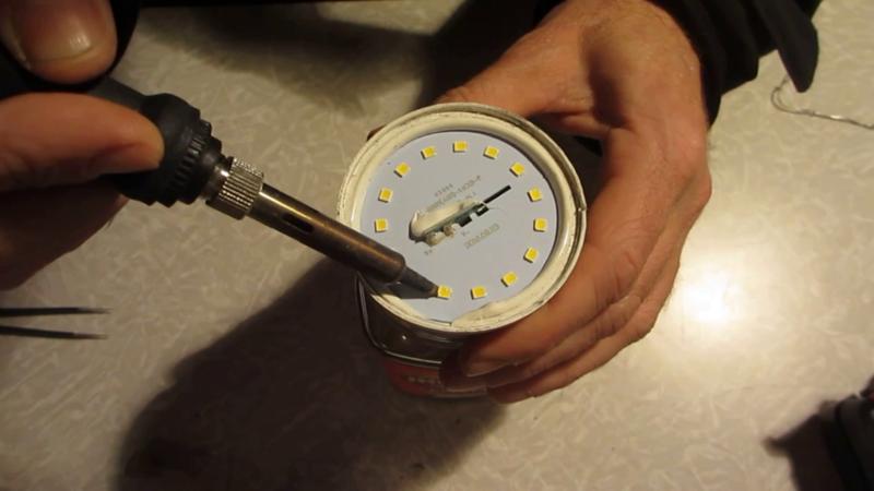 Теперь выпаиваем диод который нерабочий лампа LED, ремонт, своими руками